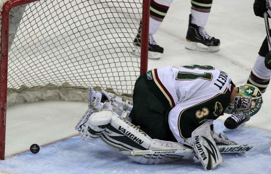 Aeros goalie Matt Hackett had a tough night.