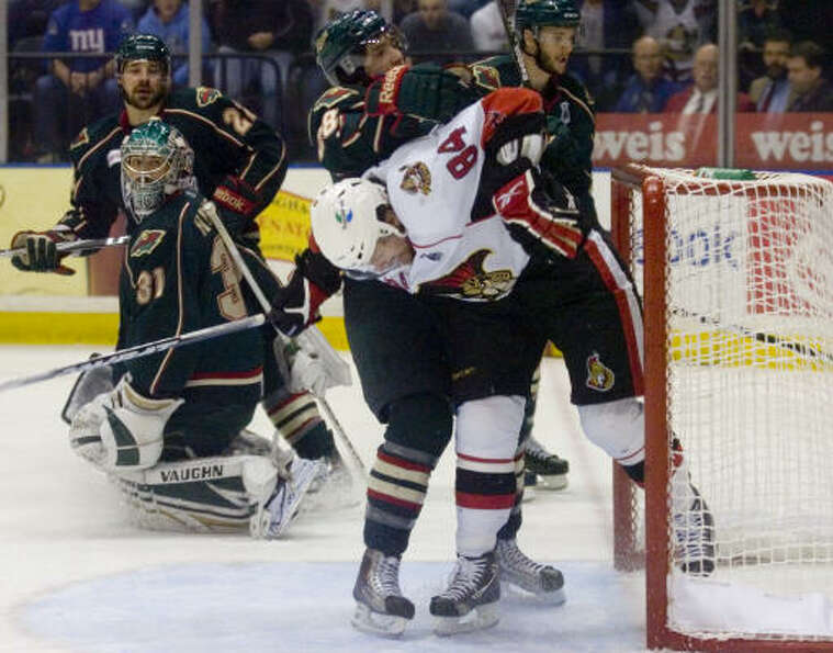 Binghamton Senators' (84) Corey Locke scores off a feed from Andre Benoit for a 1-0 lead in the firs