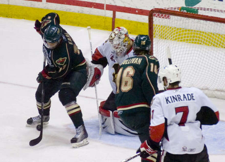 Binghamton Senators' (40) Robin Lehner stops a shot on goal by Houston Aeros' (17) Robbie Earl in the third period. Photo: REBECCA CATLETT/ Press & Sun-Bulletin