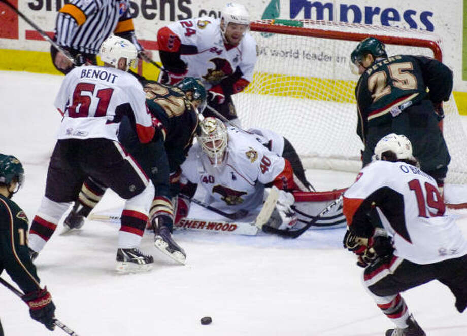 Binghamton Senators' (40) Robin Lehner stops mutliple shots on goal by the Houston Aeros at the end of the third period in game 5 of the Calder Cup Final. Photo: REBECCA CATLETT/ Press & Sun-Bulletin