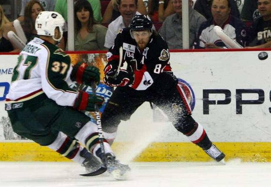 Binghamton Senators center Corey Locke (84) squeezes a shot past Houston Aeros right wing Pascal Morency (37). Photo: Cody Duty, Chronicle