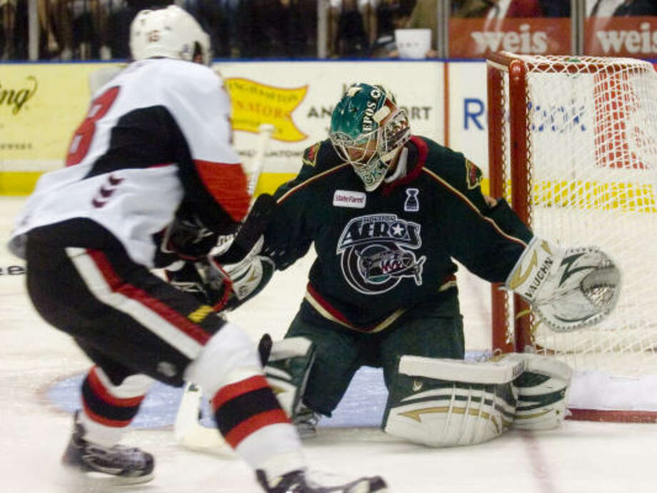 Binghamton Senators' (18) Zack Smith takes a shot as Houston Aeros' (31) Matt Hackett makes the stop. Photo: REBECCA CATLETT, Press & Sun-Bulletin