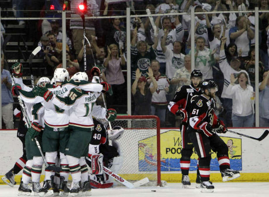 The Aeros celebrate after center Casey Wellman's goal in the first period. Photo: Cody Duty, Chronicle