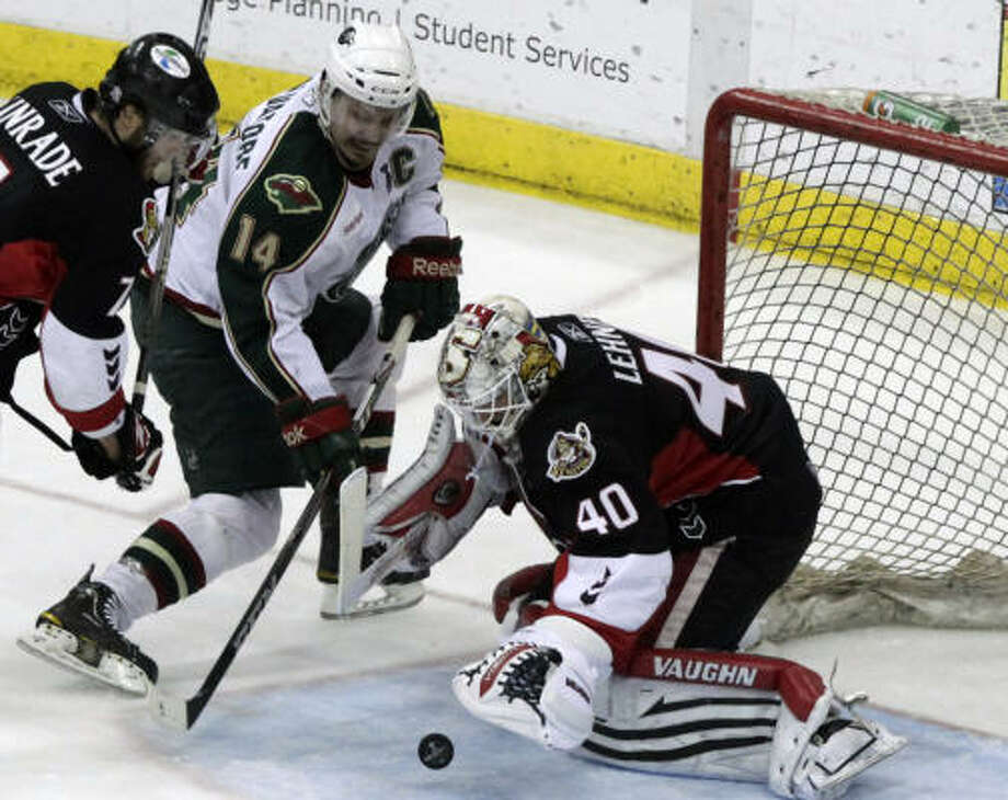 Aeros right wing Jon DiSalvatore struggles to get a shot past Binghamton Senators goalie Robin Lehner (40) in the second period. Photo: Cody Duty, Chronicle