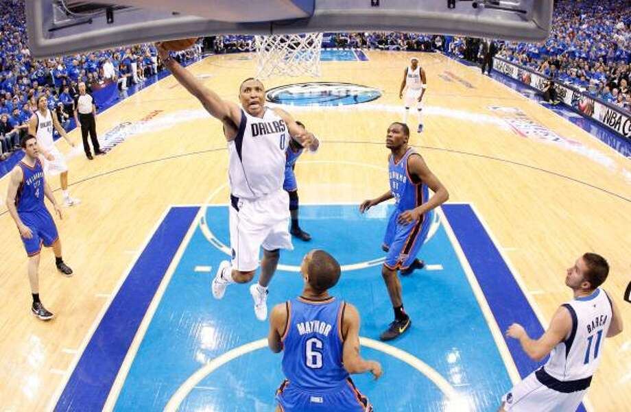 Shawn Marion of the Dallas Mavericks goes up for a shot over Eric Maynor #6 of the Oklahoma City Thunder. Photo: Ronald Martinez, Getty