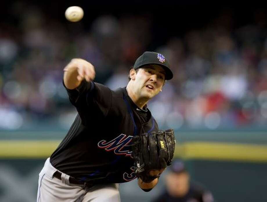 Mets pitcher Dillon Gee delivers a pitch in the first inning. Photo: George Bridges, McClatchy-Tribune News Service