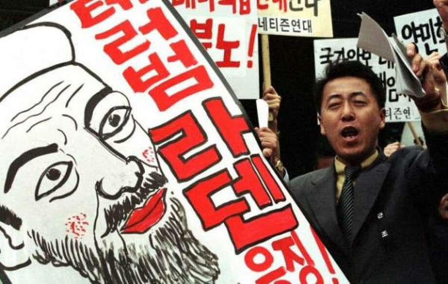 A man chants slogans as he holds a sign condemning Saudi-born Islamic fundamentalist Osama bin Laden at a protest Sept. 14, 2001 in Seoul. Photo: Chung Sung-Jun, Getty Images