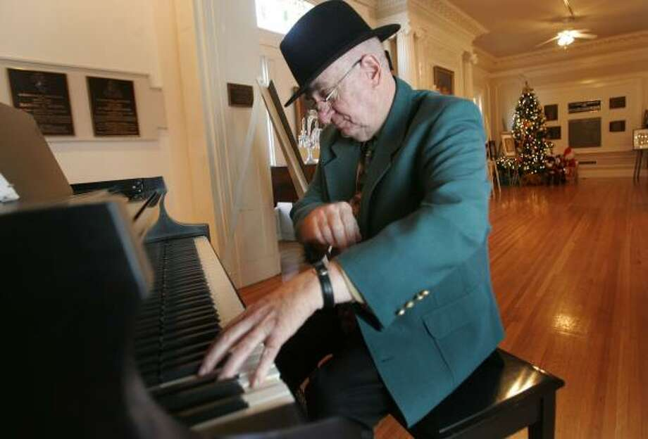 Jack Stewart plays a tune on a piano that was commissioned for the only concert Liberace played in El Paso. Stewart bought the piano and donated it to the International Museum of Art. Photo: ADRIANE JAECKLE, EL PASO TIMES