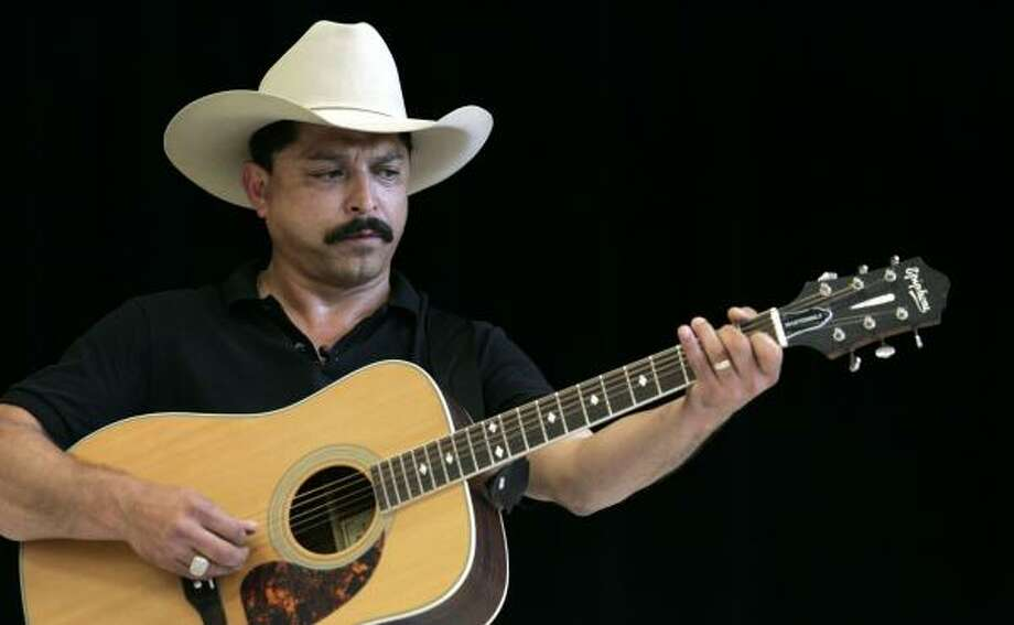 Emilio Navaira, who continues to recover from injuries sustained in a Easter morning bus crash, has a DWI charge in San Antonio that remains unresolved. Photo: JOHNNY HANSON, CHRONICLE FILE