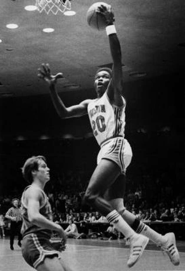 Rob WilliamsWilliams, right, came to UH in 1979 after starring at Milby High School. He was a three-year starter from 1979-82, averaging 21.1 points over his career and being named to the All-America team in 1981 and 1982. Photo: Chronicle File Photo