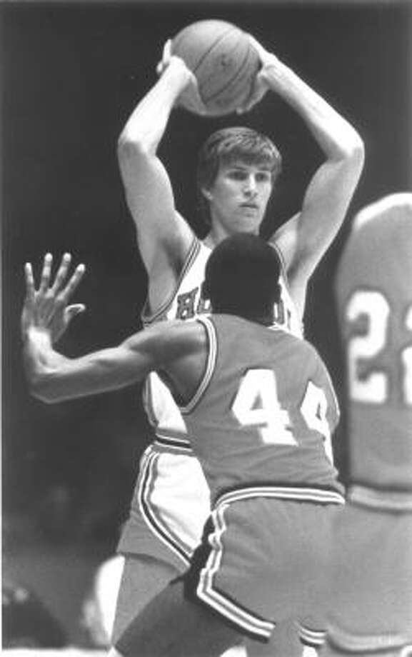 Reid Gettys Gettys, rear, played for UH from 1981-85, finishing his career as the school's all-time leader in assists with 740. Photo: Chronicle File Photo