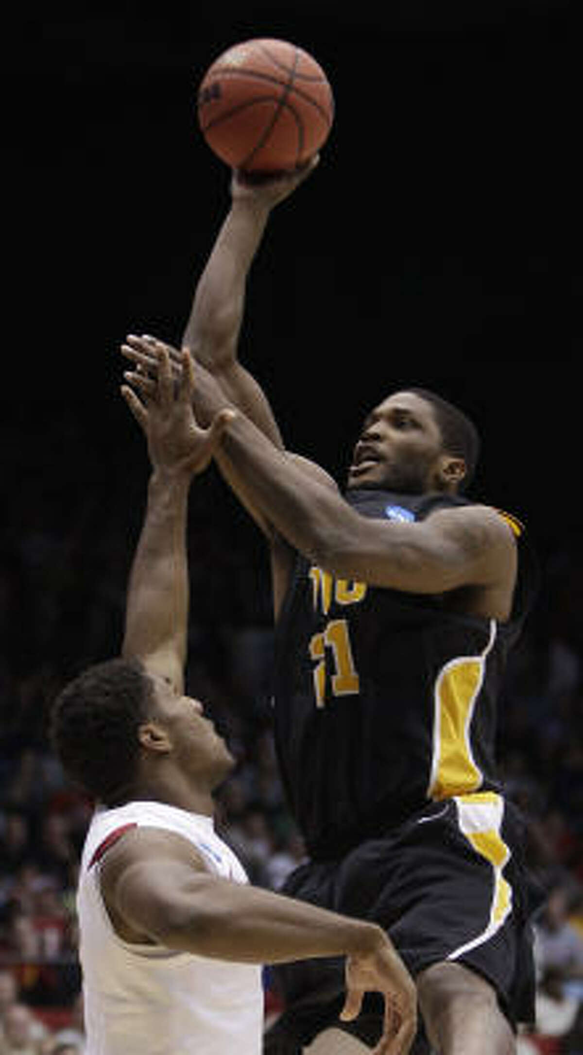 VCU forward Jamie Skeen, right, finished with a game-high 16 points.