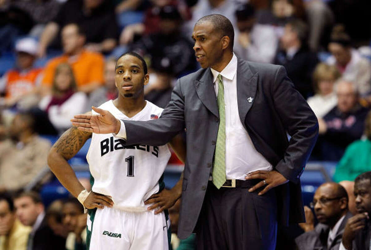 UAB coach Mike Davis talks to Aaron Johnson #1 during the game.