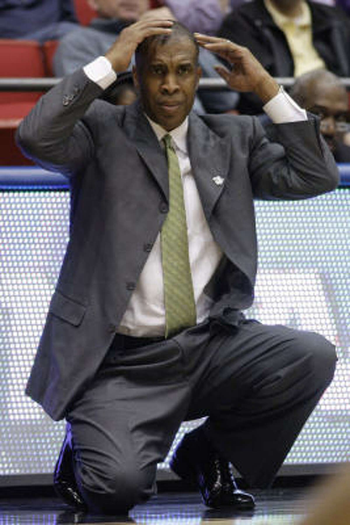 UAB coach Mike Davis reacts in the second half.
