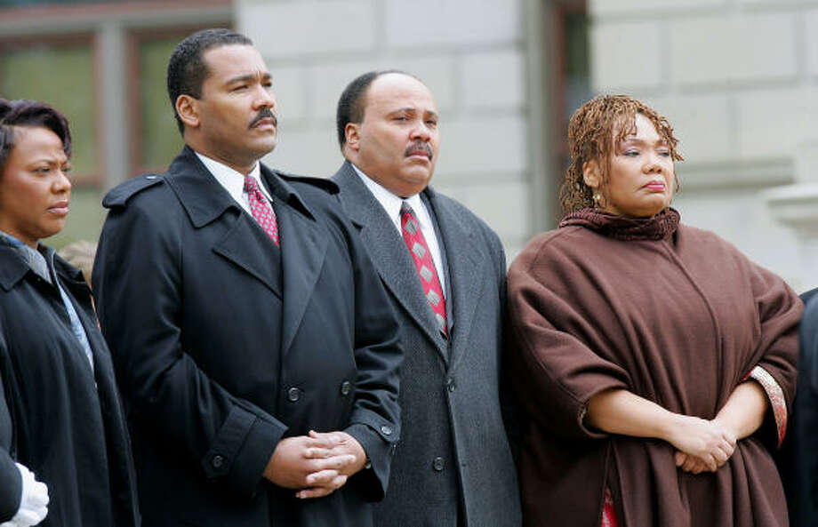 The Rev. Joseph Lowery, a civil rights leader and family friend, said eldest sibling Yolanda King, right, who died last year, was often the mediator for her feuding siblings — from left, Bernice King, Dexter King and Martin Luther King III. Photo: RIC FELD, Associated Press File