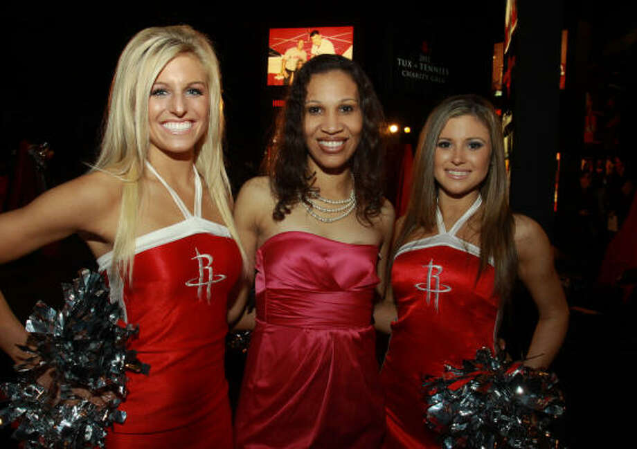 Elizabeth Lloyd, center, with Houston Rockets Power Dancers Kayla and Laura Photo: Gary Fountain, For The Chronicle
