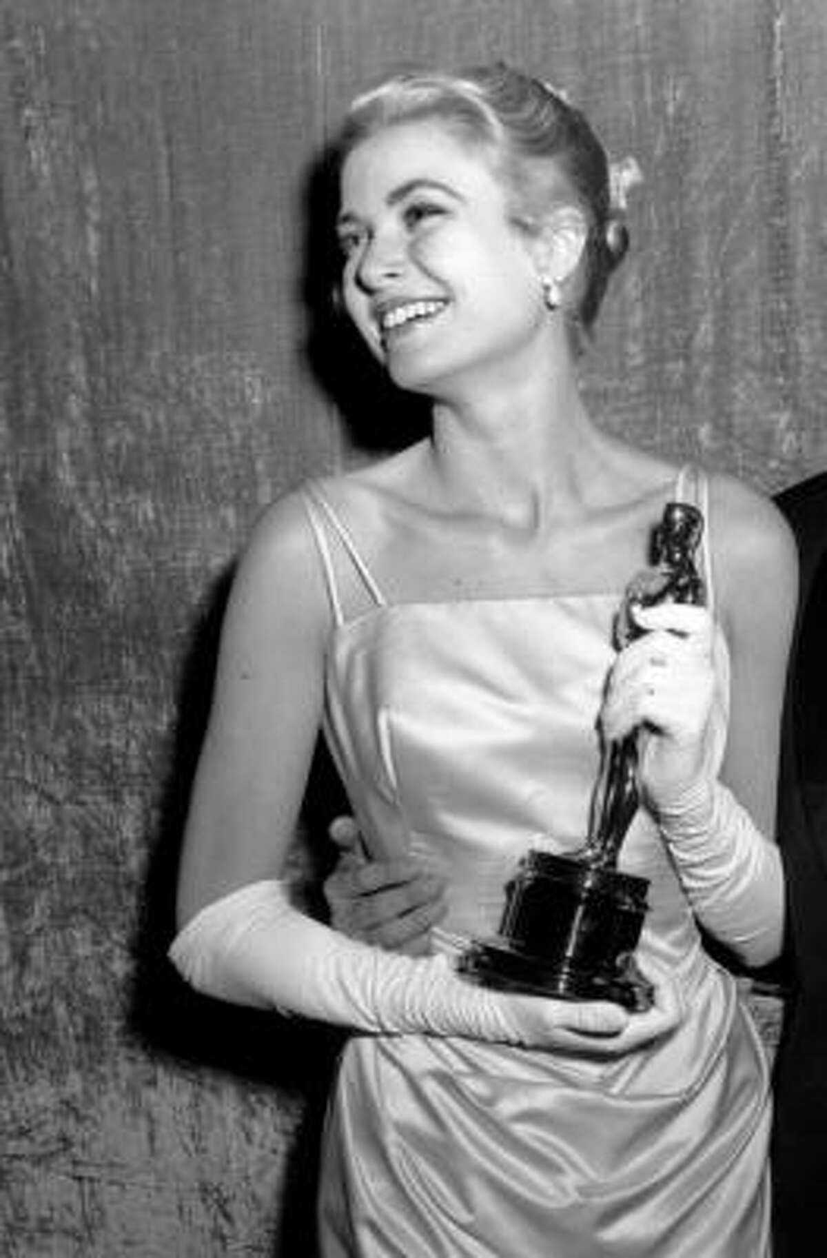 Year: 1955 Grace Kelly's classic style is still imitated today. The blue champagne silk gown she wore to the Oscars in 1955 was designed by Hollywood legend Edith Head.