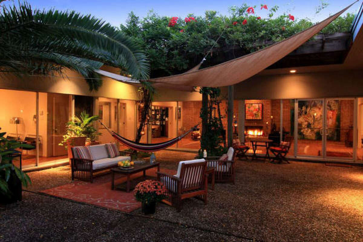 2304 North Bl, $899,900 Martha Turner PropertiesAgent: Walter Bering713-520-1981 Main