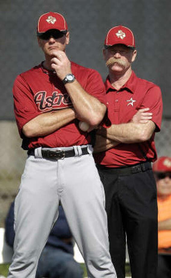 Bullpen assistant Brad Arnberg, left, watches a pitcher with assistant athletic trainer Rex Jones. Photo: Karen Warren, Chronicle