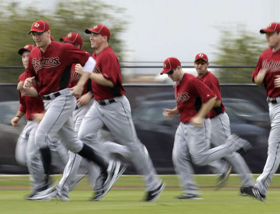 Astros outfielder Hunter Pence (9) leads a group of position players in a pre-workout warmup. Photo: Karen Warren, Chronicle
