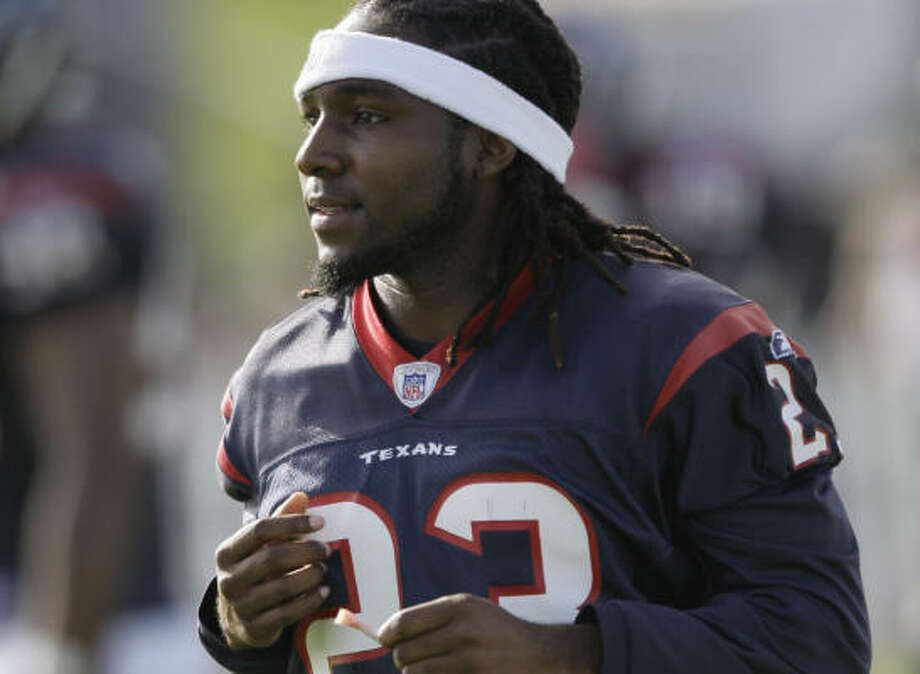 Dunta Robinson turned down the Texans' long-term offer and was designated as the franchise player in February. Photo: David J. Phillip, AP