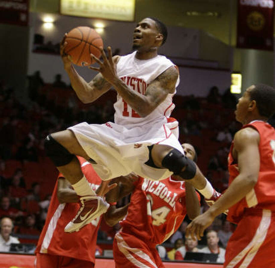 Houston guard Aubrey Coleman drives to the basket past a group of Nicholls State defenders during the first half. Photo: Brett Coomer, Chronicle