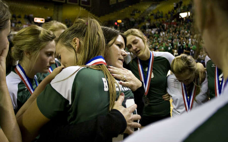 The Cubettes' Bethany Yeager, front, hugs her mother and coach, Debbie Yeager, after losing in the 4A state title match. Photo: Thao Nguyen, For The Chronicle