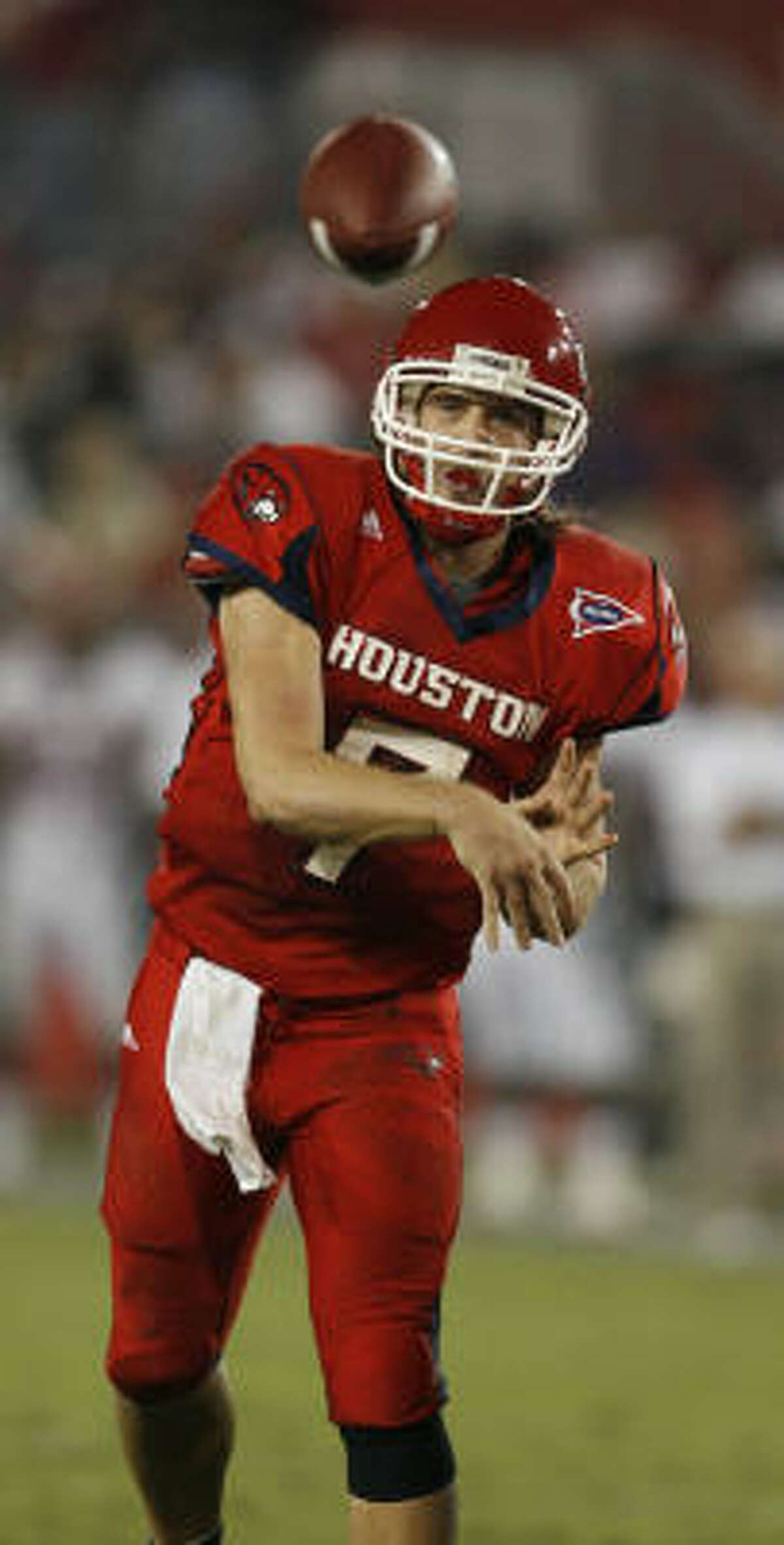 In the second game of the 2007 season against C-USA rival Tulane Green Wave, Keenum threw for 185 yards and a touchdown on 13-of-21 passing, leading Houston to a 34–10 win.