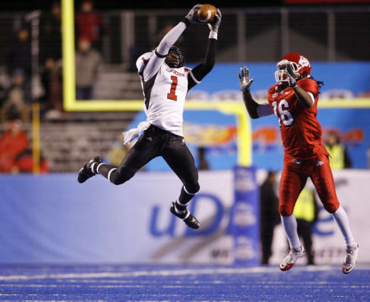 Humanitarian Bowl Dec. 18: Northern Illinois 40, Fresno State 17 Northern Illinois wide receiver Martel Moore (1) hauls in a reception during the second half. The Huskies fell behind 7-0 before scoring 40 of the next 43 points to put the game out of reach.