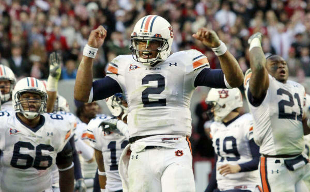 Quarterbacks Auburn wouldn't be here without Heisman Trophy winner Cam Newton, who accounted for 50 TDs and 3,998 yards of total offense. He threw multiple TD passes in all but two games this season. Oregon sophomore Darron Thomas was second to Stanford's Andrew Luck among Pac-10 QBs in pass efficiency, accounting for 37 TDs and 3,305 yards. Edge: Auburn