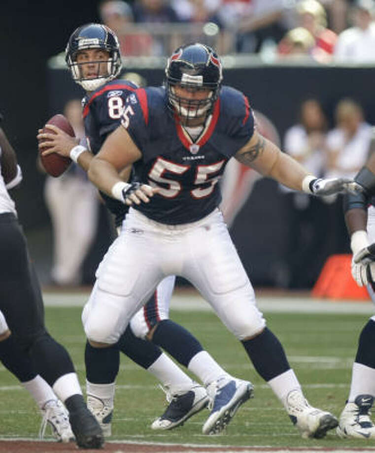 Often questioned and criticized by fans and media, Texans center Chris Myers (55) had a game to remember Sunday. Photo: Brett Coomer, Houston Chronicle
