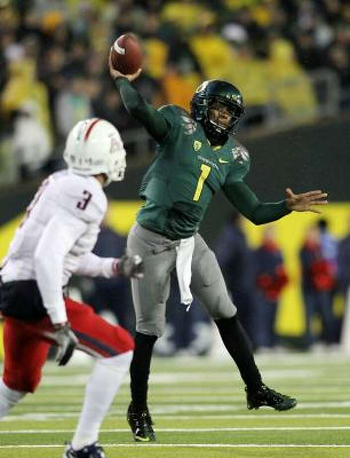 Quarterback Darron Thomas quietly goes about his business and maintains a level head while running Oregon's chaotic offense. Photo: Jonathan Ferrey, Getty Images