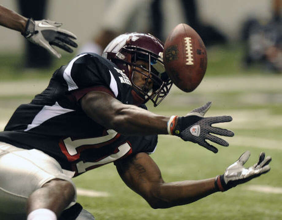 Team Texas receiver Stephen Burton of West Texas A&M can't haul in a pass during the NFLPA All-Star Game. Photo: BILLY CALZADA, AP