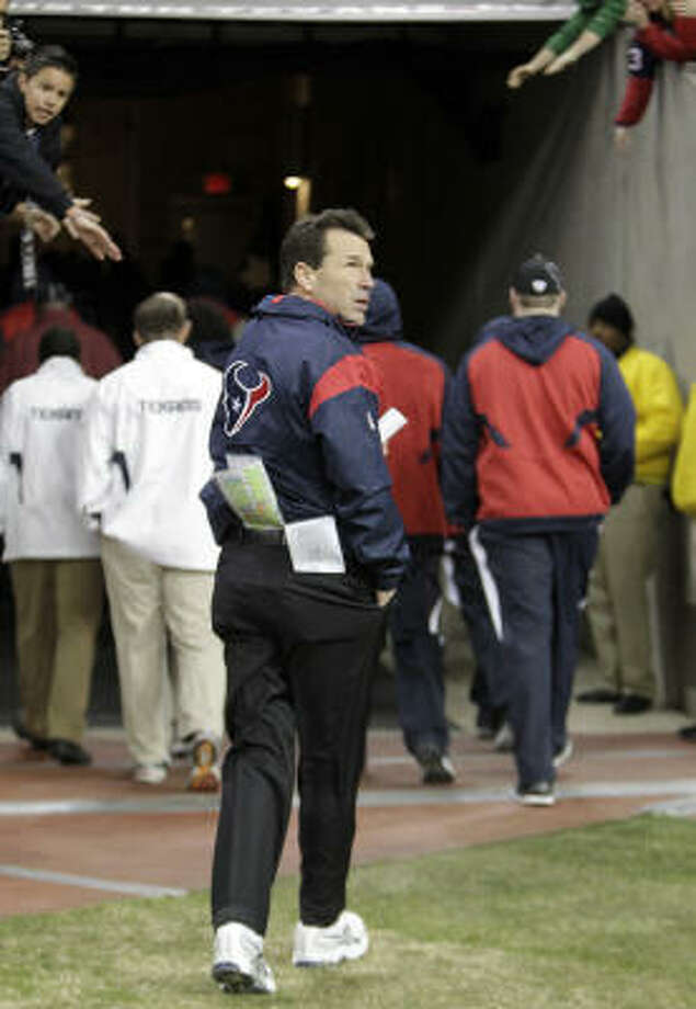 Texans coach Gary Kubiak walked off the field at the end of his fifth season with a win but plenty of uncertainty. Photo: Karen Warren, Chronicle