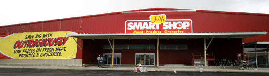 Joe V's Smart Shop, H-E-B's newest concept in grocery stores, will resemble a warehouse. It's geared toward budget-minded consumers. Photo: Karen Warren:, Chronicle