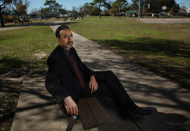 Phil Freelon relaxes in Emancipation Park. Freelon recently spoke to students in Houston. Photo: MAYRA BELTRÁN, Chronicle