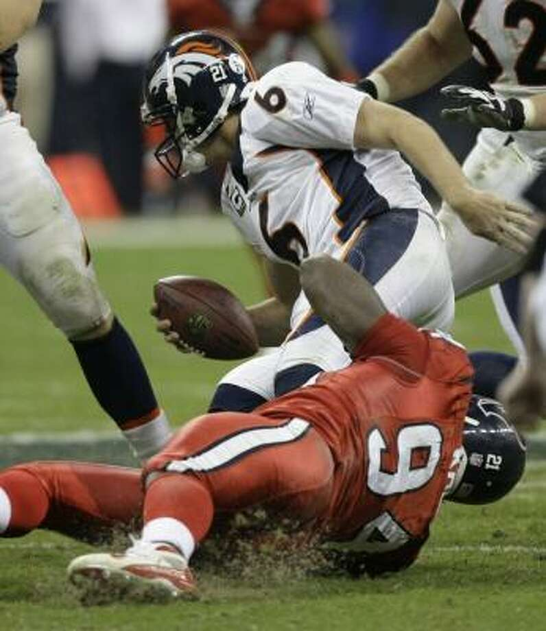 N.D. Kalu gets into the sack attack, dumping Denver's Jay Cutler in the fourth quarter. Photo: BRETT COOMER, CHRONICLE