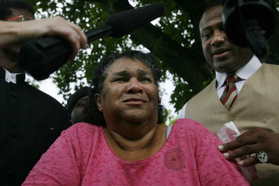 Joyce Guillory weeps during a news conference in front of her home Sunday about the shooting death of son Steven Guillory, 39, by an Houston police officer the night before. Photo: Mayra Beltran, Chronicle