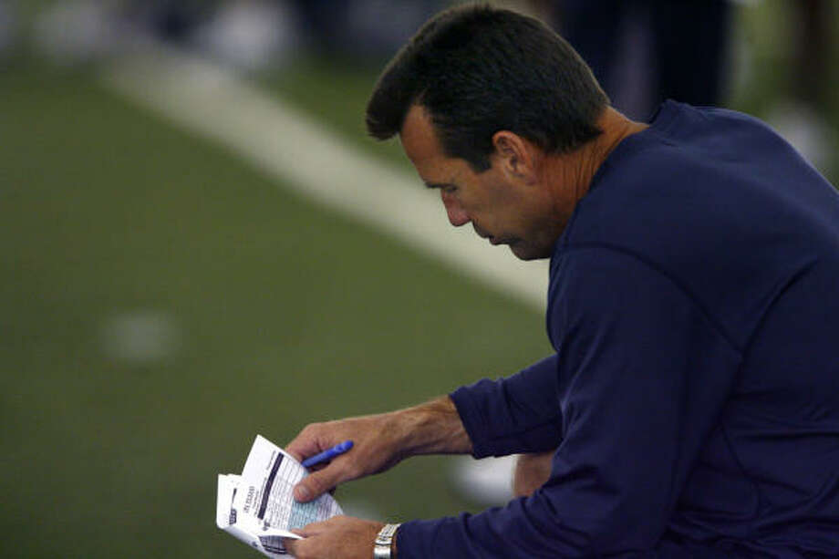 Coach Gary Kubiak makes a list and checks it twice. As is typical in any preseason opener, he was conservative with his calls against the Bears. Photo: Steve Ueckert, Chronicle