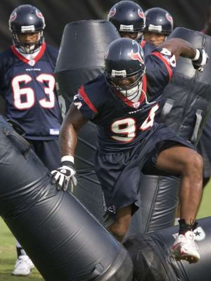Defensive end N.D. Kalu says the one-a-day practice schedule afforded him and other veterans has helped his productivity. Photo: SMILEY N. POOL, CHRONICLE