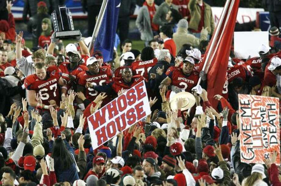 Fans storm the field  to celebrate with the players after  The University of Houston defeated Southern Miss  34-20 in the C-USA Championship, December 1, 2006  at John O' Quinn Field at Robertson Stadium in Houston, Texas.(BILLY SMITH II/CHRONICLE) Photo: Billy Smith II, HOUSTON CHRONICLE