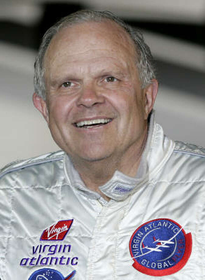 American adventurer Steve Fossett arrives at Kent International Airport in Kent, England. in this Feb. 11, 2006, file photo. Photo: KIRSTY WIGGLESWORTH, AP