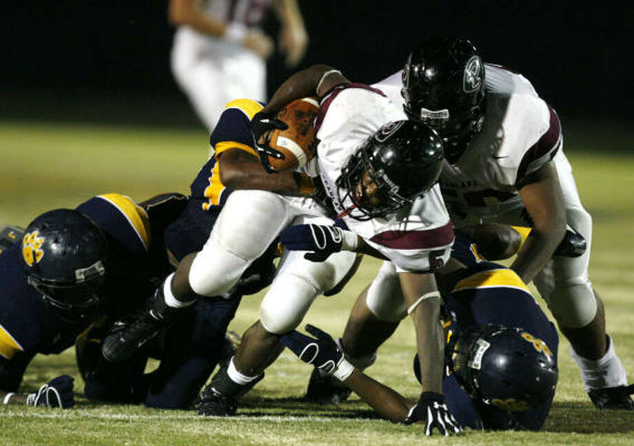 Pearland running back Kasey Carrier runs for yardage while La Marque defenders attempt to defend during La Marque and Pearland High school's matchup Sept. 21. Photo: Billy Smith II, Chronicle