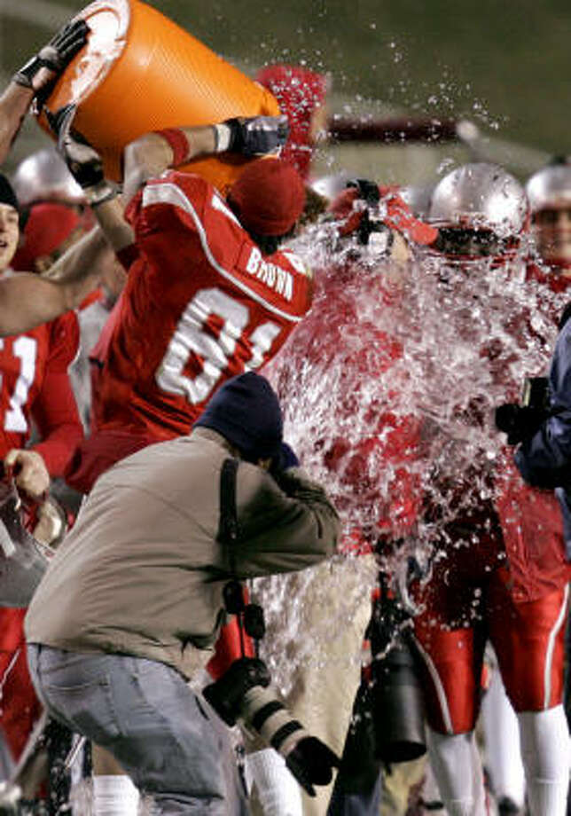 New Mexico players drench head coach Rocky Long during the final minutes against Nevada of the fourth quarter. Photo: Matt York, AP