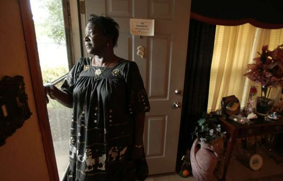 Sunnyside area resident Katherine Washington Williams says she was told foreclosure proceedings would stop. Photo: BILLY SMITH II, CHRONICLE