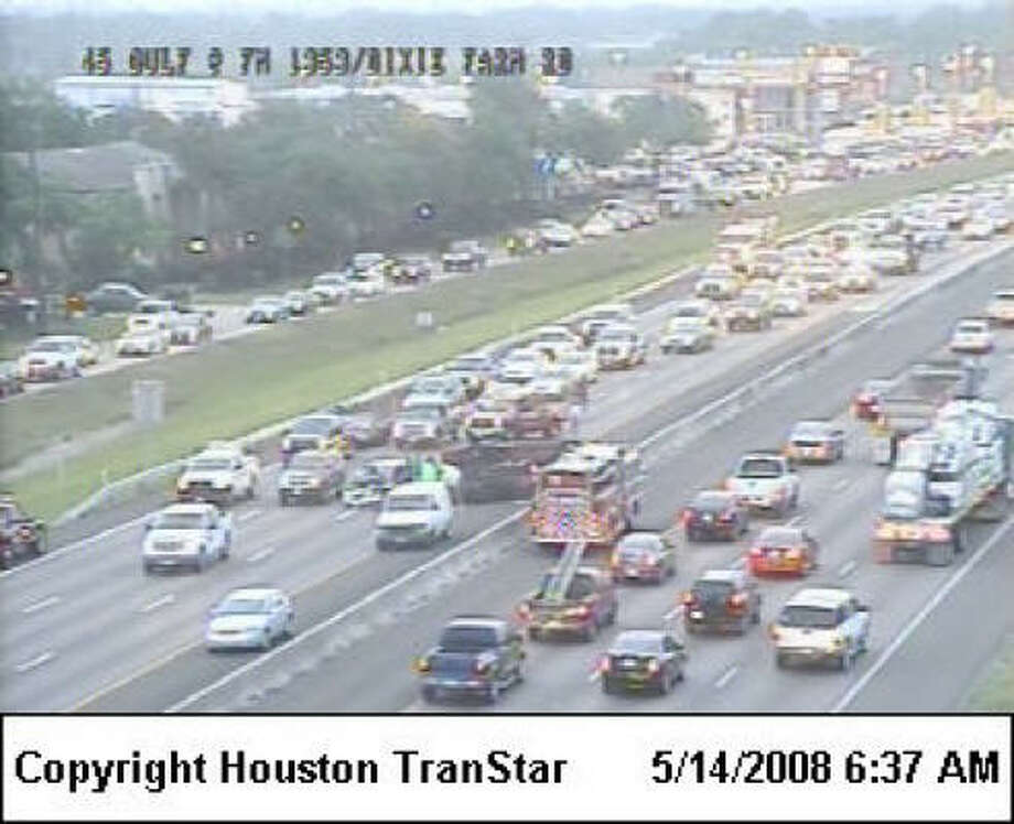 Emergency crews have cleared a three-vehicle wreck on the Gulf Freeway northbound near Dixie Farm Road. Photo: Houston TranStar