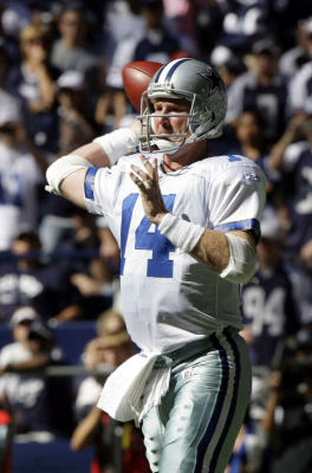 Dallas Cowboys quarterback Brad Johnson passes in a hard-fought 13-9 victory over the Tampa Bay Buccaneers on Sunday. Photo: LM Otero, AP