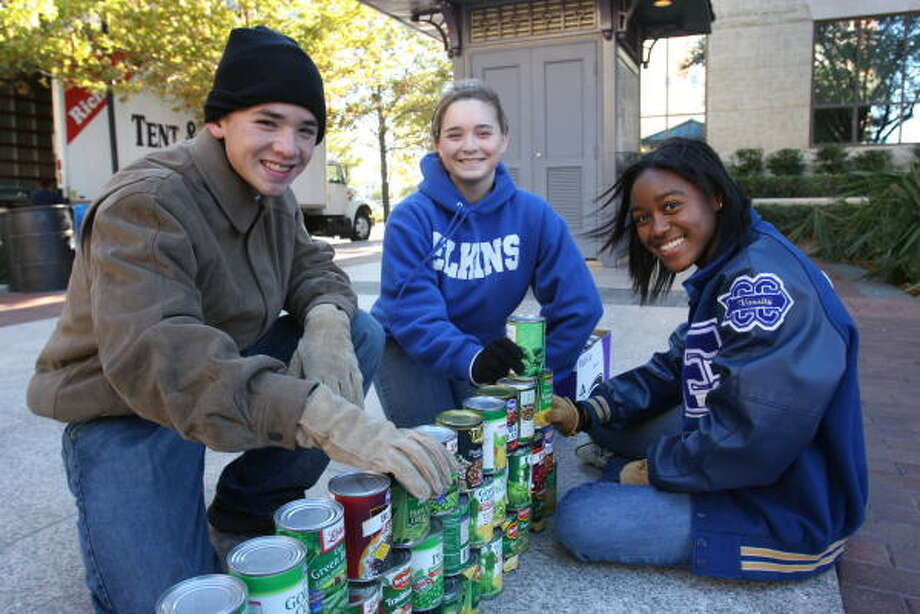Elkins High School Youth in Philanthropy club members John Choate, 15, left, club president; Sarah Lastovica, 15; and D.J. Hooks, 15, build a castle. Photo: Suzanne Rehak, For The Chronicle