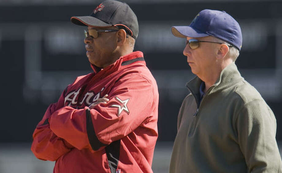 Astros manager Cecil Cooper (left) talks to general manager Ed Wade (right) during spring training. Photo: James Nielsen, Houston Chronicle