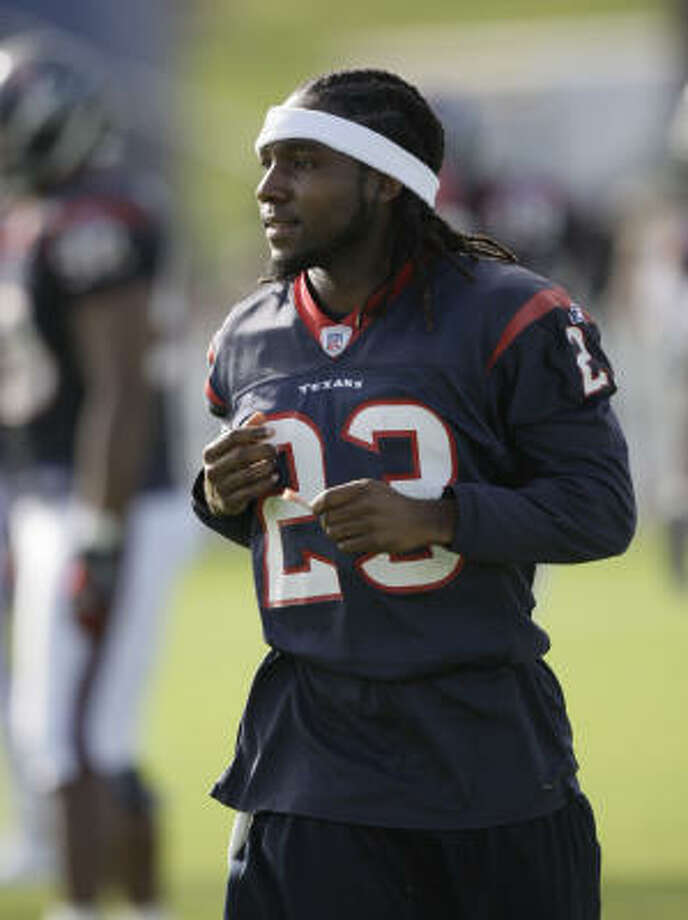 Dunta Robinson held out hope the Texans would agree not to place the franchise tag on him again next season, but the organization would not agree to do so. Photo: David J. Phillip, AP